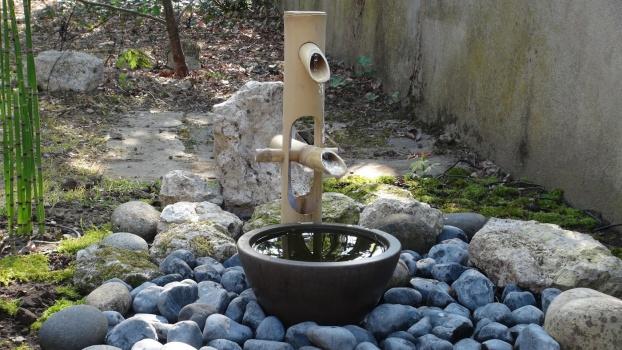 z nitude au jardin shishi odoshi fontaine en bambou. Black Bedroom Furniture Sets. Home Design Ideas